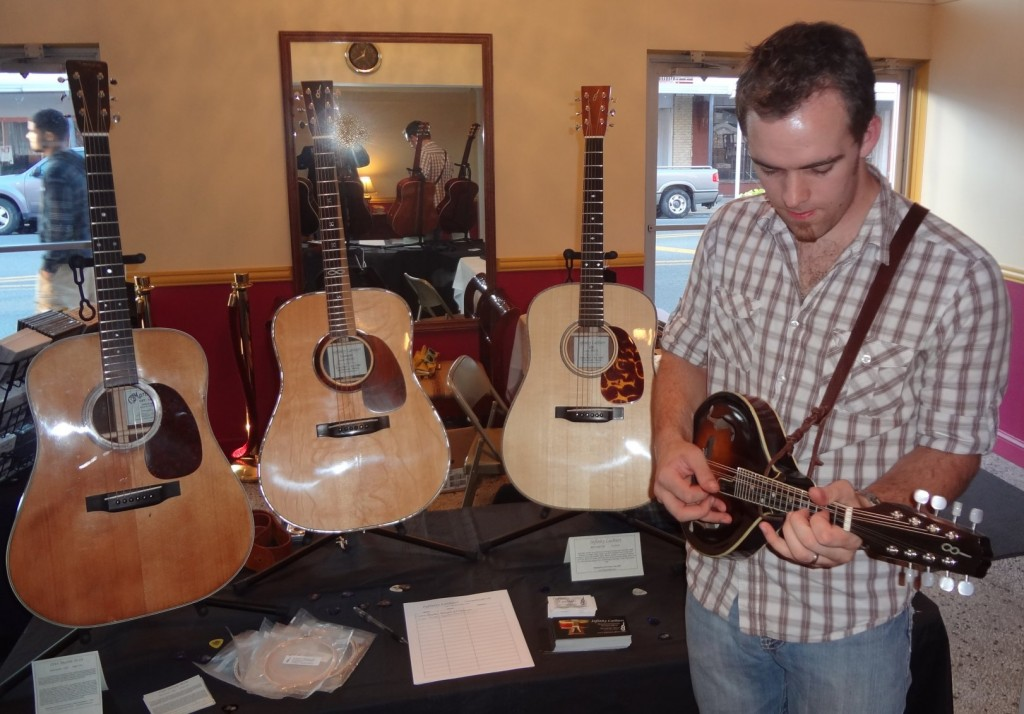 Kyle Triplett at it again with the Infinity A model mandolin.